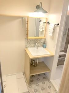 洗面所 造作の洗面化粧台を採用