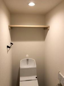 上部に収納棚を設置しました